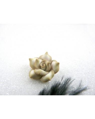 Rose Fimo 20mm Blanc cassé et Beige X 1