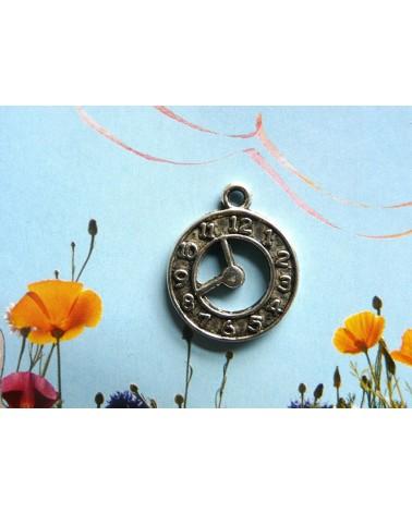 Breloque, charm, Horloge 18mm argenté vieilli   x 1