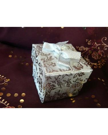 Boîte cadeau modèle bague décor Blanc et argent X1