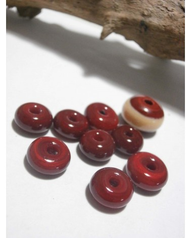 Céline Wojcik    Ensemble de 8 diques Rouges et une perle rouge et ivoire