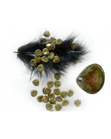 Pétale en verre de Bohême  7x8mm  green opaq dark travertin X20