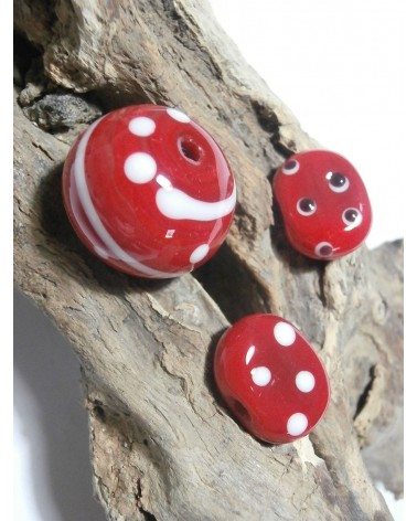 Celine Wojcik - Ensemble de Perles Rouges à spirales et points blancs par 3